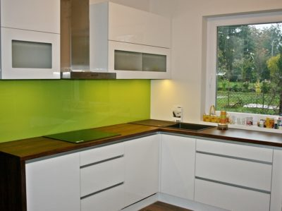 Standard konyha szín, zölddel feldobva